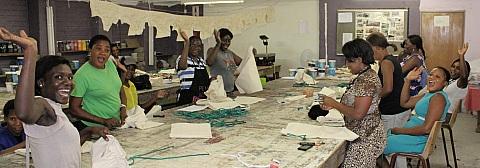 016_Women installing drawstrings